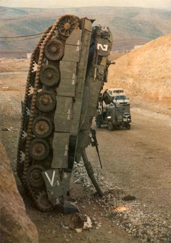 2006-08-27.destroyed.israeli.tank